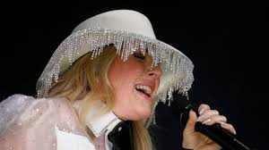 Cowboys Halftime Show Thanksgiving 2020.Fans Are Not Feeling Ellie Goulding S Thanksgiving Halftime