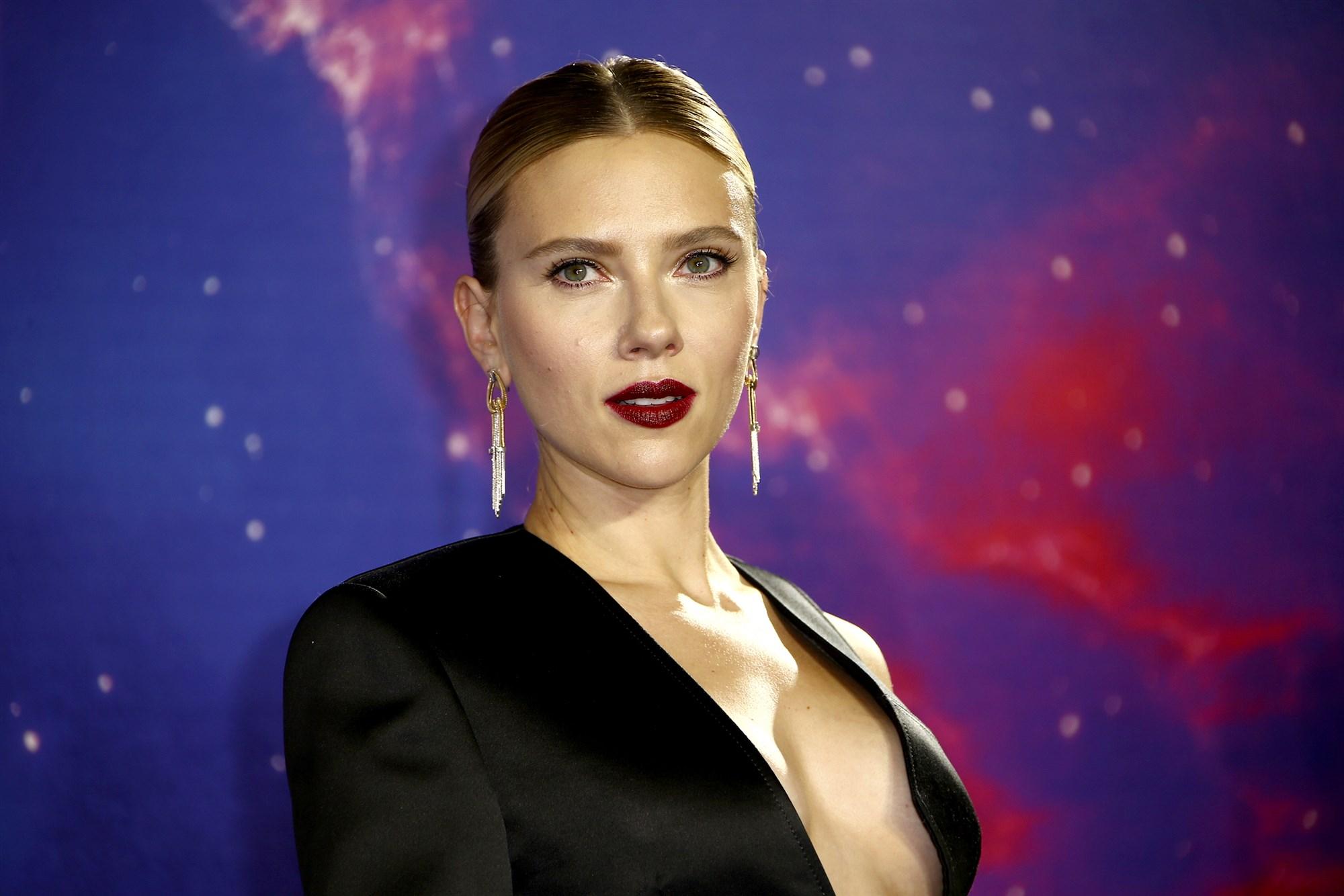 Scarlett Johansson Was Worried Black Widow S Death Would Scare Kids The Feature Presentation